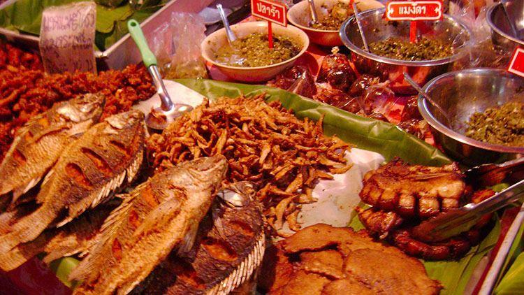 Món ngon ở chợ đêm Chiang Rai