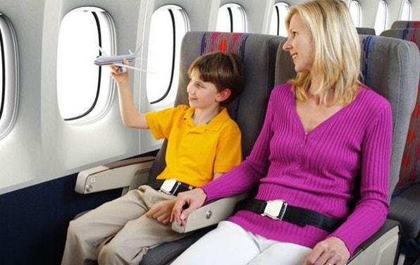 Bố, mẹ phài hoàn có mặt ở sân bay cùng con cho tới khi lên máy bay