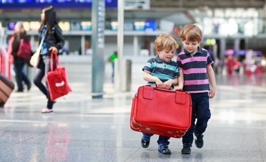 Thai Airways quy định trẻ em đi máy bay một mình