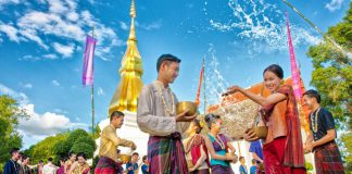 Lễ hội té nước mừng năm mới của Thái Lan