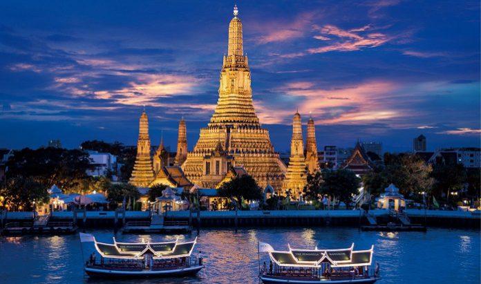 Ngồi tàu trên sông Chao Praya