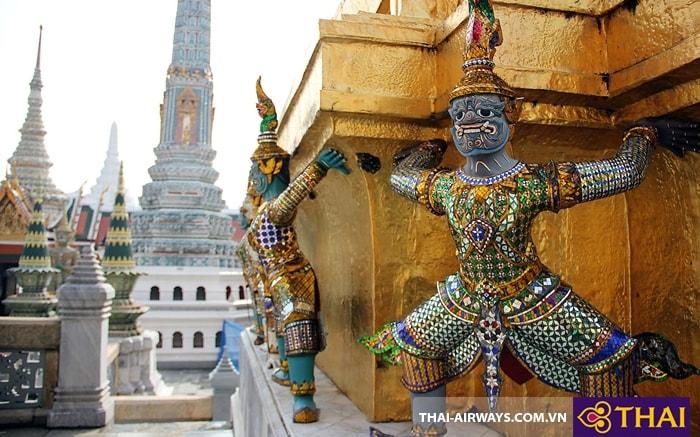 Các bức tượng nâng đỡ quan tài của nhà vua
